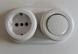 Комплект розетка+выключатель пластик+подложка